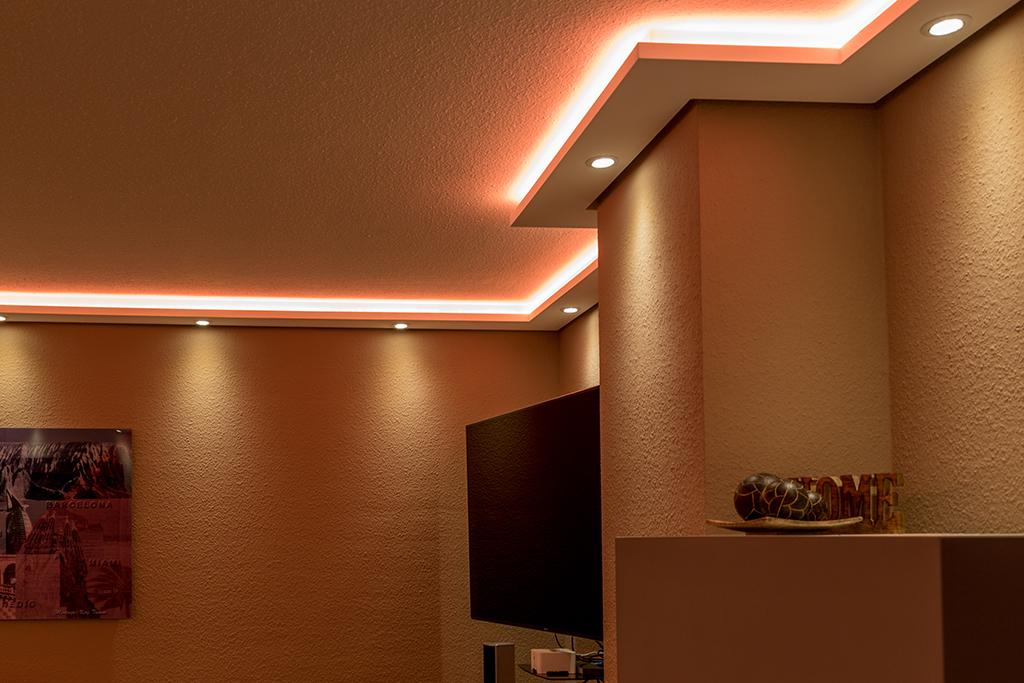 Stuckleiste WDML-200A-PR für die direkte und indirekte Beleuchtung im Wohnzimmer
