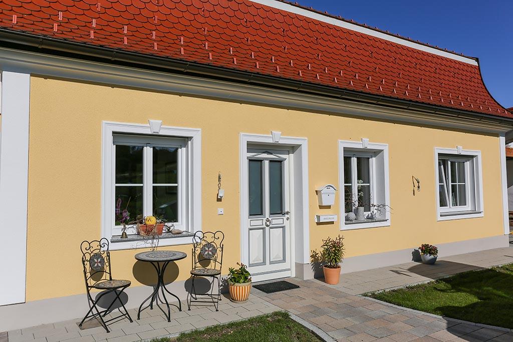 Fensterfaschen, Schlussstein und Dekorprofile für die Gestaltung der Hausfassade