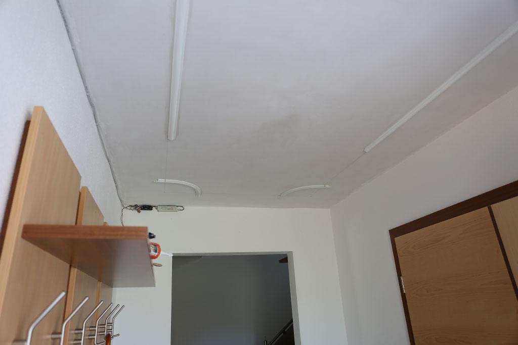 Teilmontage Deckenspiegel und Elektrik für die indirekte Beleuchtung